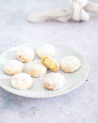 Les kourabiedes: la recette des biscuits grecs aux amandes!