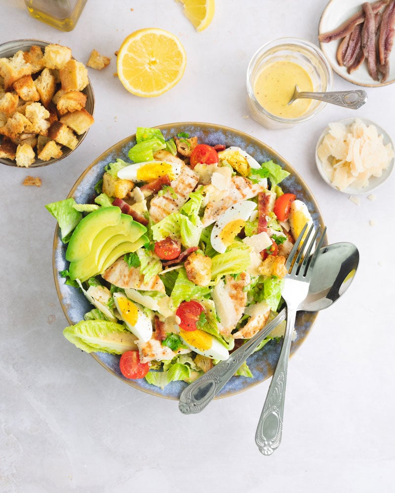 Préparez une salade César au poulet avec sa sauce faite-maison!
