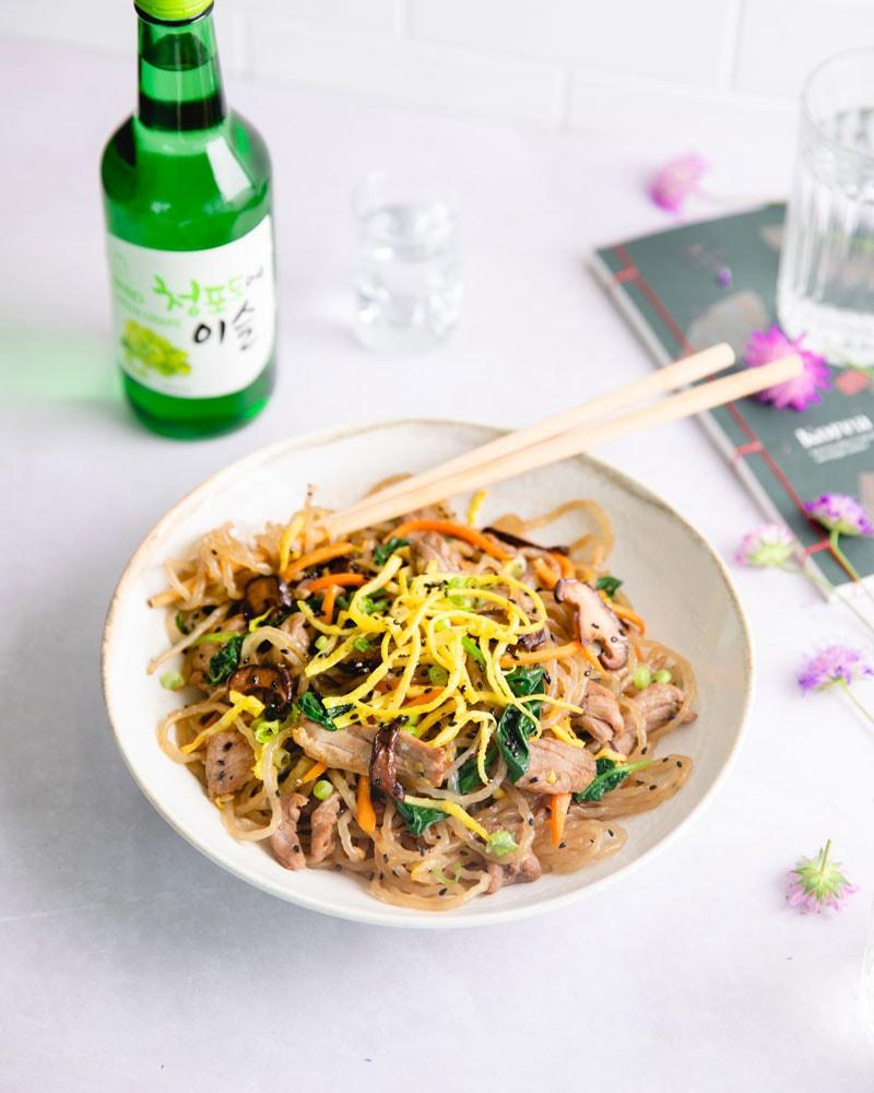 Assiette de japchae coréen