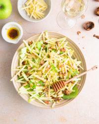 La salade d'été douce et acidulée au Comté, à la pomme et aux noix!