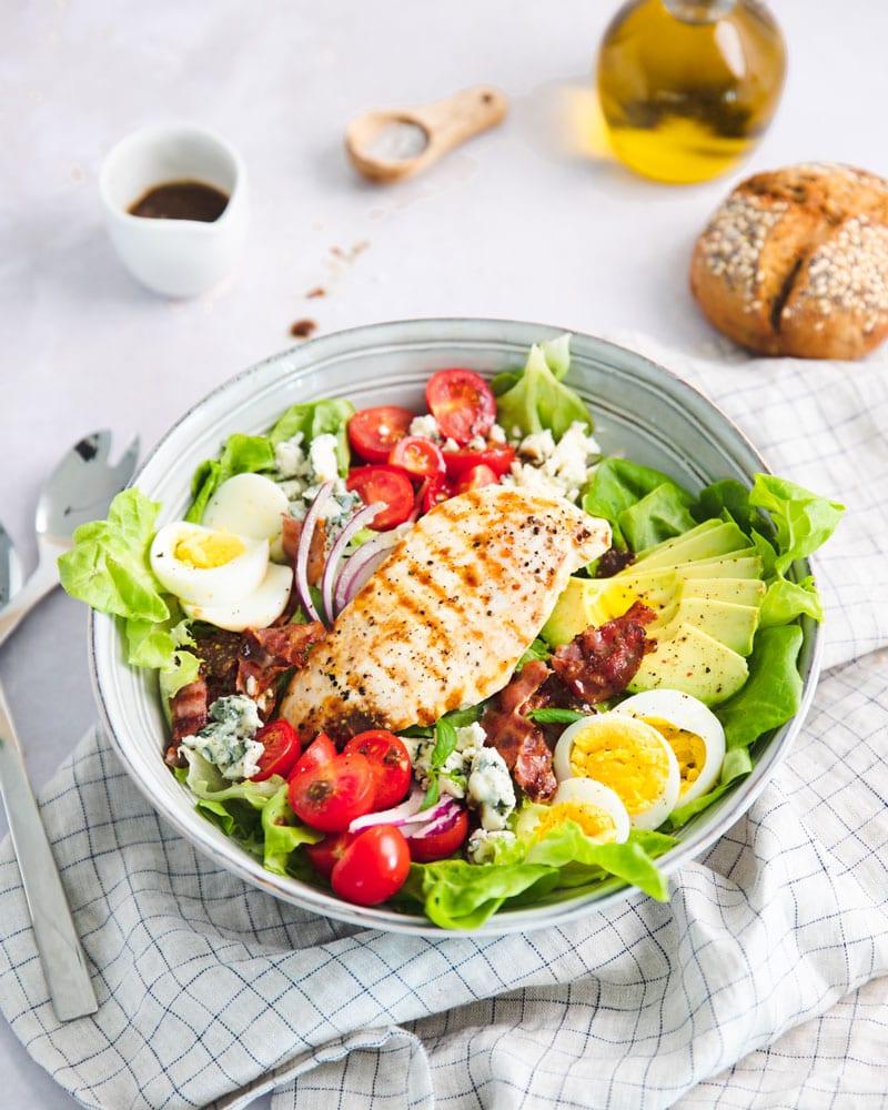Assiette individuelle de salade cobb